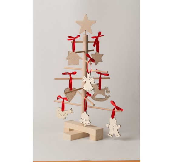 Xmas3 XS2 wooden tree with  Robbin Wood ornaments