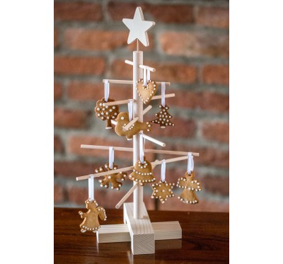 Xmas3 XS2 wooden tree with gingerbread ornaments